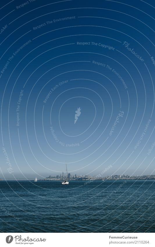 Roadtrip West Coast USA (225) Verkehrsmittel Abenteuer San Francisco Sausalito Segeln Segelboot Skyline Blauer Himmel Meer Schönes Wetter Sommer Sommerurlaub