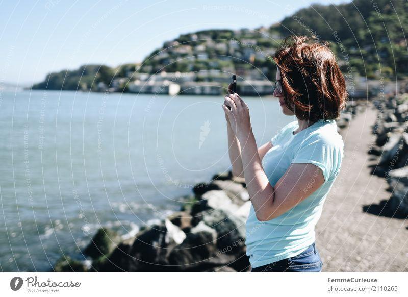 Roadtrip West Coast USA (262) feminin Junge Frau Jugendliche Erwachsene 1 Mensch 18-30 Jahre 30-45 Jahre Kommunizieren Handy-Kamera Fotografieren Telefon
