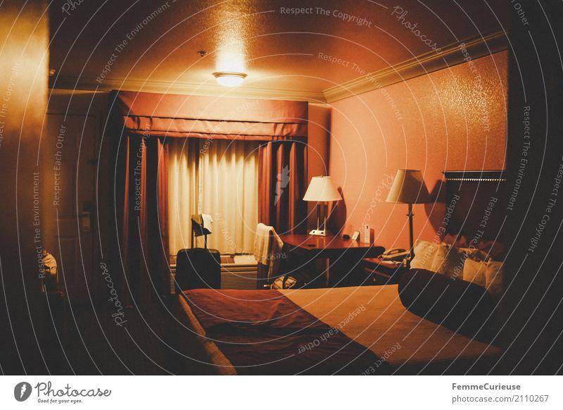 Roadtrip West Coast USA (213) Haus Ferien & Urlaub & Reisen Hotelzimmer Motel Zimmerlampe Gardine Bett Koffer Kunstlicht Warme Farbe gemütlich Pension Farbfoto