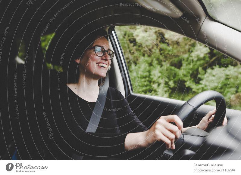 Roadtrip West Coast USA (188) Mensch Frau Ferien & Urlaub & Reisen Jugendliche Junge Frau 18-30 Jahre Reisefotografie Erwachsene Bewegung feminin Ausflug Verkehr PKW Lächeln Brille Wachsamkeit