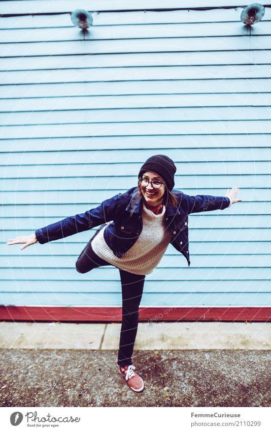 Roadtrip West Coast USA (210) feminin Junge Frau Jugendliche Erwachsene Mensch 18-30 Jahre 30-45 Jahre Freizeit & Hobby Freude Jeanshose Jeansjacke Turnschuh