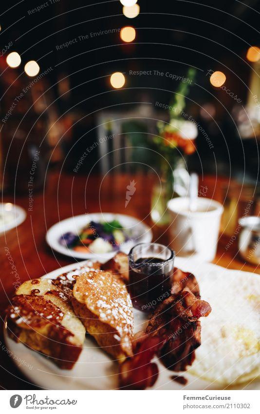 Roadtrip West Coast USA (158) Lebensmittel Ernährung genießen Kaffee lecker Amerika Restaurant Frühstück Café Holztisch Brunch Toastbrot Spiegelei Speck