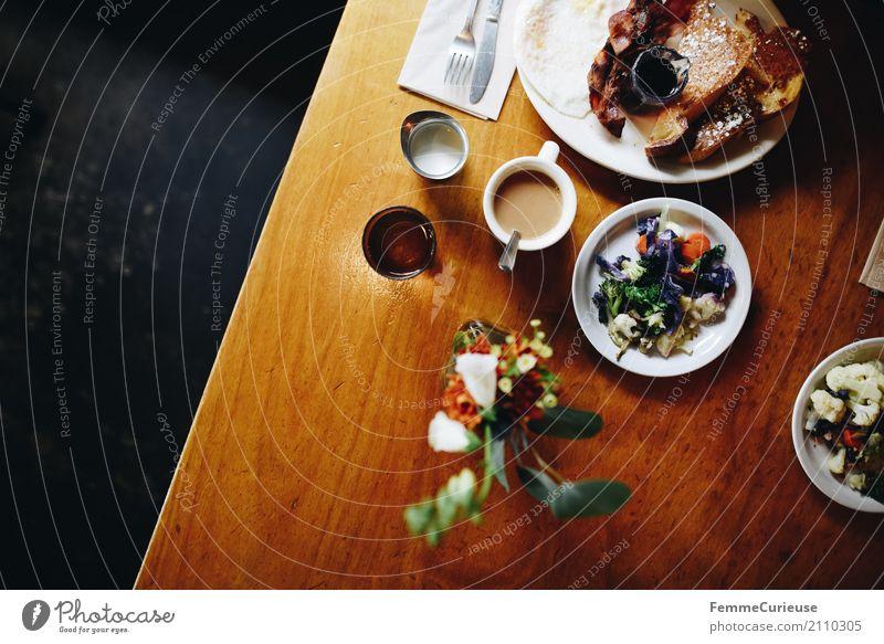 Roadtrip West Coast USA (157) Lebensmittel Ernährung Frühstück Büffet Brunch Essen french toast Arme Ritter Speise Bacon Speck Spiegelei Besteck Holztisch