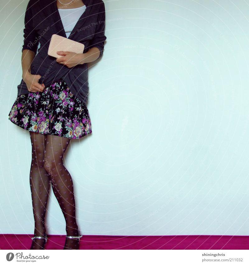 dressed in style. Lifestyle Stil ausgehen Mensch feminin Junge Frau Jugendliche 1 18-30 Jahre Erwachsene Tanzen Jugendkultur Mode Bekleidung Rock Strumpfhose