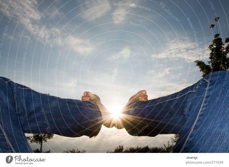Zu Fuß zur Sonne Natur schön Baum Sonne ruhig Einsamkeit Erholung Gefühle Spielen Freiheit Fuß Landschaft Beine Zufriedenheit ästhetisch Jeanshose