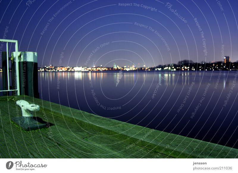 Alsteranleger Himmel Stadt grün blau ruhig Ferne See Hamburg Nachthimmel Skyline Steg Seeufer Anlegestelle Schönes Wetter Abenddämmerung Perspektive