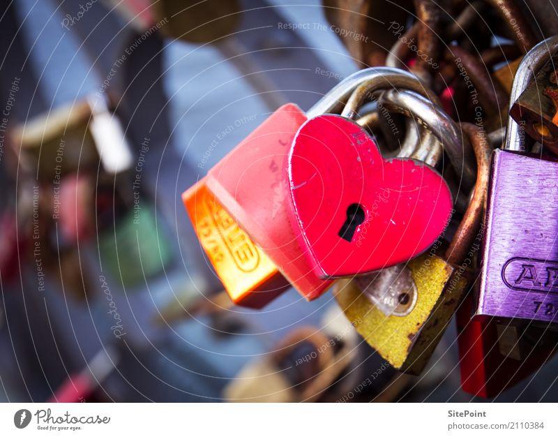 Der Schlüssel zum Herz Glück harmonisch Zufriedenheit ruhig Freizeit & Hobby Flirten Stadtzentrum Brücke Zeichen Schloss Liebe gelb gold violett rosa rot