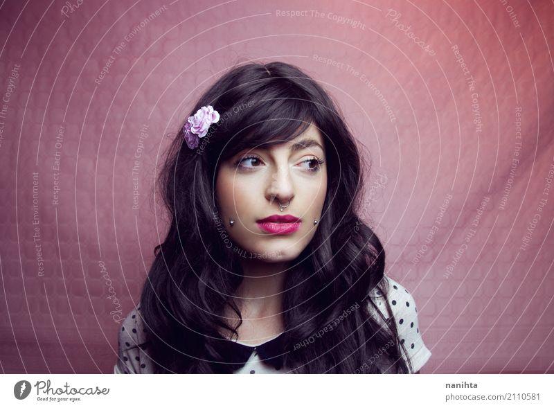 Junge und schöne Brünette Frau Lifestyle Stil Schminke Mensch feminin Junge Frau Jugendliche 1 18-30 Jahre Erwachsene Hemd Accessoire Piercing Haare & Frisuren