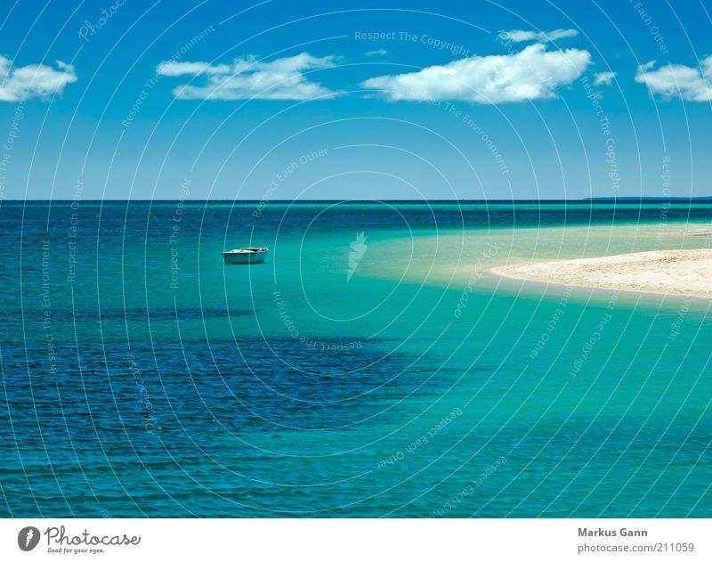 Boot am Strand Natur Wasser Himmel Meer Sommer Strand Ferien & Urlaub & Reisen ruhig Wolken Einsamkeit Ferne Leben Freiheit Sand Wärme Landschaft