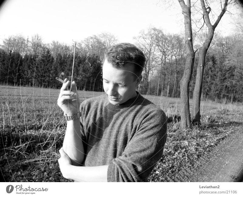 Smokin' Joe I Natur Mann laufen Spaziergang Rauchen Zigarette April