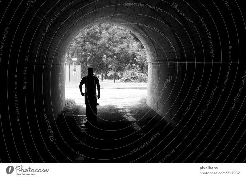 Tunnelblick Mensch maskulin Mann Erwachsene 1 Sommer Pflanze Baum Grünpflanze Bauwerk Gebäude Architektur Mauer Wand Verkehrswege Straße Stein Beton gehen