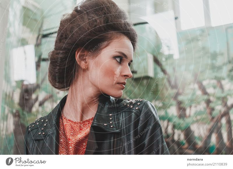 Grunge-Frisur Reichtum Kosmetik Schminke Rouge Party feminin Junge Frau Jugendliche 1 Mensch 18-30 Jahre Erwachsene Jugendkultur Subkultur Rockabilly Mode Lack