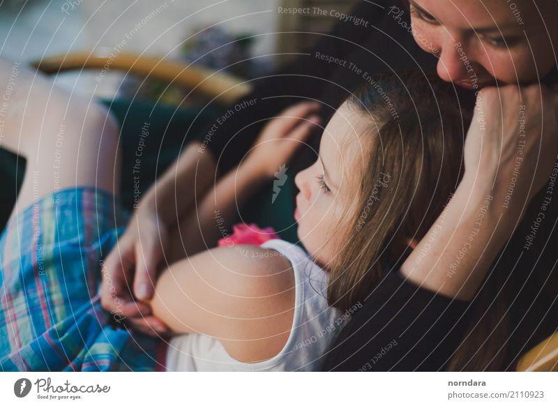 eine Familie Kind Mädchen Junge Frau Jugendliche Erwachsene Mutter Familie & Verwandtschaft 8-13 Jahre Kindheit 13-18 Jahre 18-30 Jahre 30-45 Jahre berühren