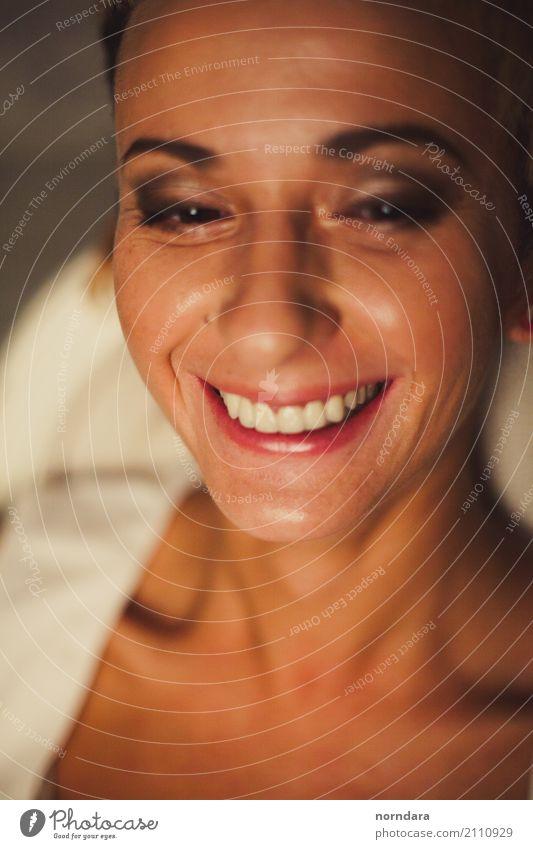 wenn du lächelst Freude Gesicht Kosmetik Lippenstift maskulin Junge Frau Jugendliche Erwachsene 18-30 Jahre 30-45 Jahre Freundlichkeit Fröhlichkeit Glück