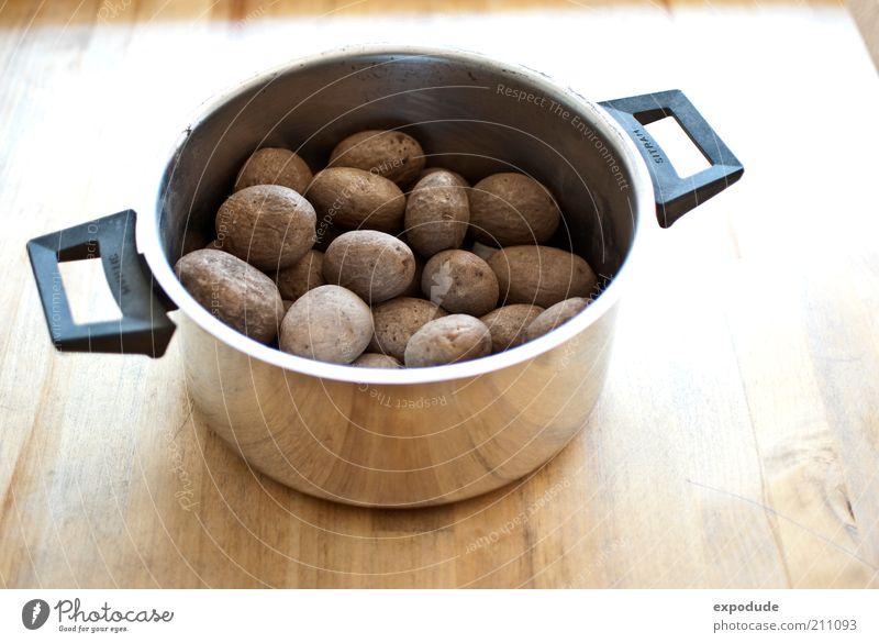Kartoffeltopf Lebensmittel Kartoffeln Ernährung Vegetarische Ernährung Topf Farbfoto Innenaufnahme Menschenleer Textfreiraum unten Tag Vogelperspektive