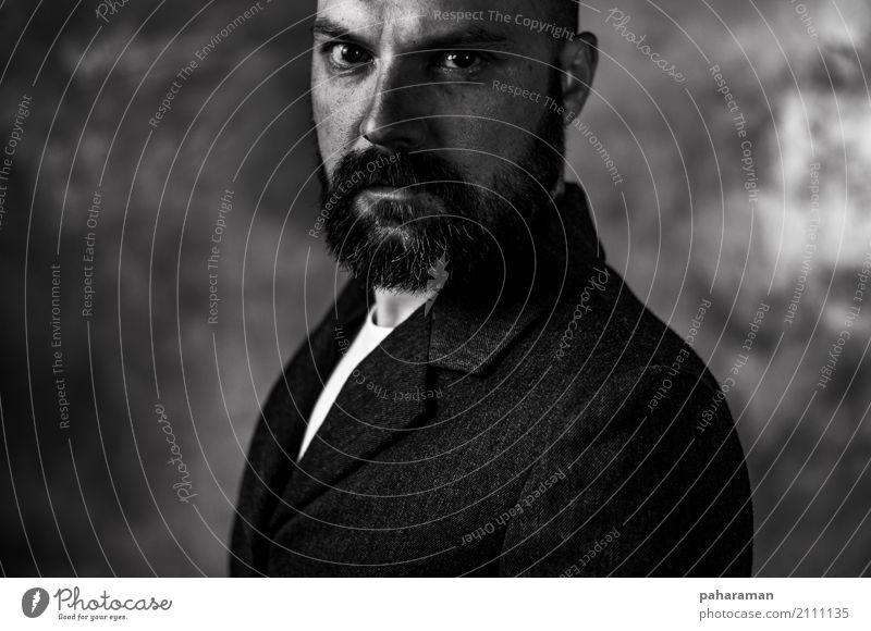 Mann, der die Kamera betrachtet Mensch maskulin Erwachsene Gesicht 1 30-45 Jahre Jacke Vollbart einfach selbstbewußt Gelassenheit ernst Senior Stil