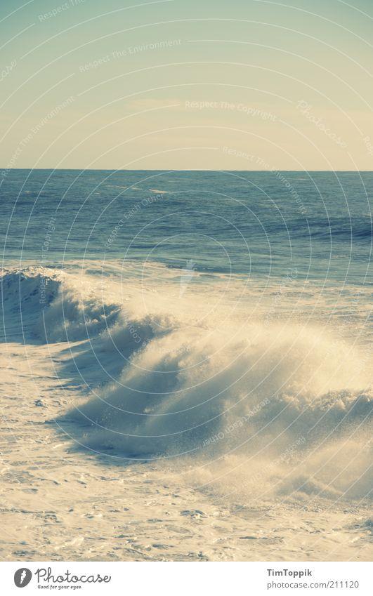La Mer Wasser Meer grün blau Strand Küste Wellen Horizont Reisefotografie Schönes Wetter Fernweh Brandung Atlantik Gischt Wellengang Naturgewalt