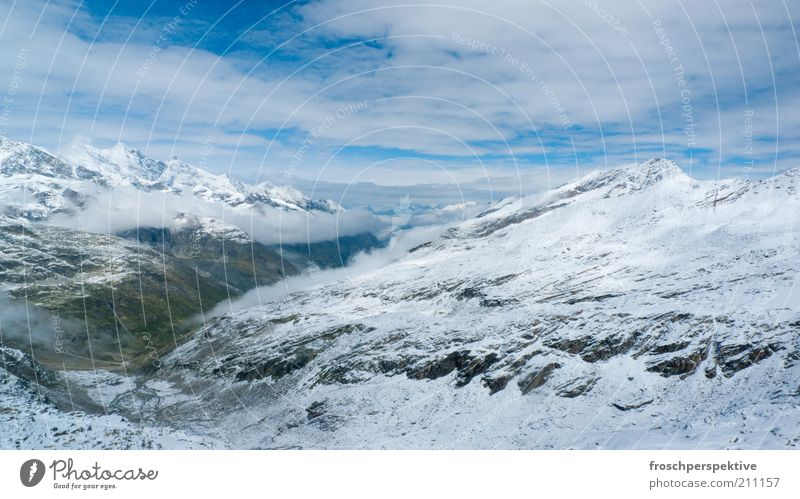 viel weiss Schnee Berge u. Gebirge Landschaft Luft Himmel Wolken Felsen Alpen Schneebedeckte Gipfel blau weiß Farbfoto Außenaufnahme Menschenleer