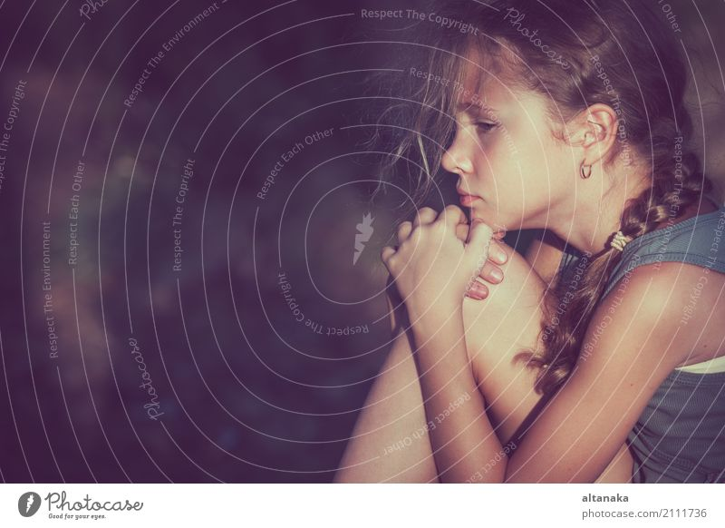 Portrait des traurigen jugendlich Mädchens Mensch Kind Frau Jugendliche Gesicht Erwachsene Traurigkeit Liebe Gefühle Familie & Verwandtschaft Kindheit Trauer