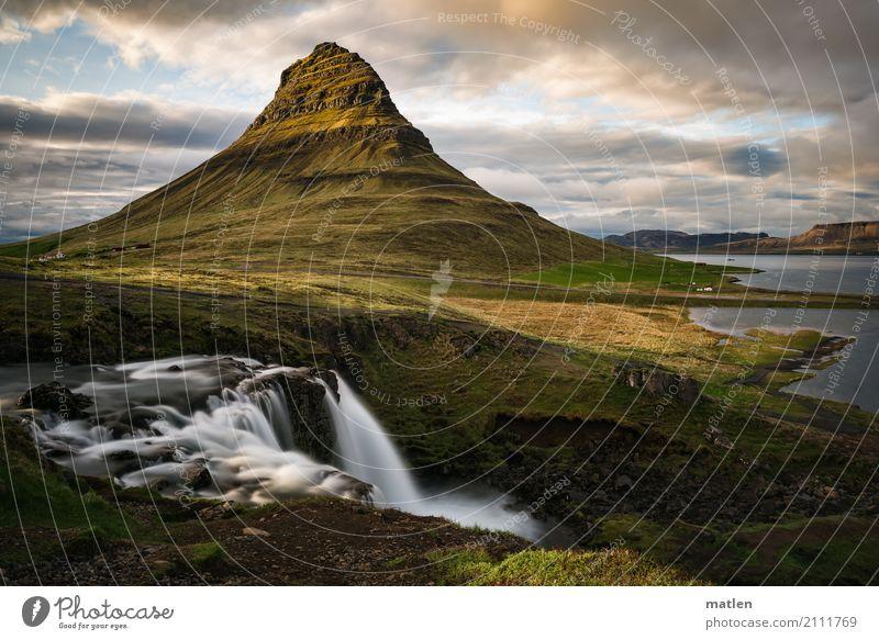 Kirkjufellsfoss Natur Landschaft Pflanze Himmel Wolken Horizont Sonnenaufgang Sonnenuntergang Frühling Schönes Wetter Gras Moos Wiese Felsen Berge u. Gebirge