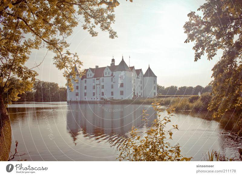 Wasserschloss Menschenleer Burg oder Schloss Bauwerk Mauer Wand Sehenswürdigkeit Wahrzeichen ästhetisch Farbfoto Außenaufnahme Abend Reflexion & Spiegelung
