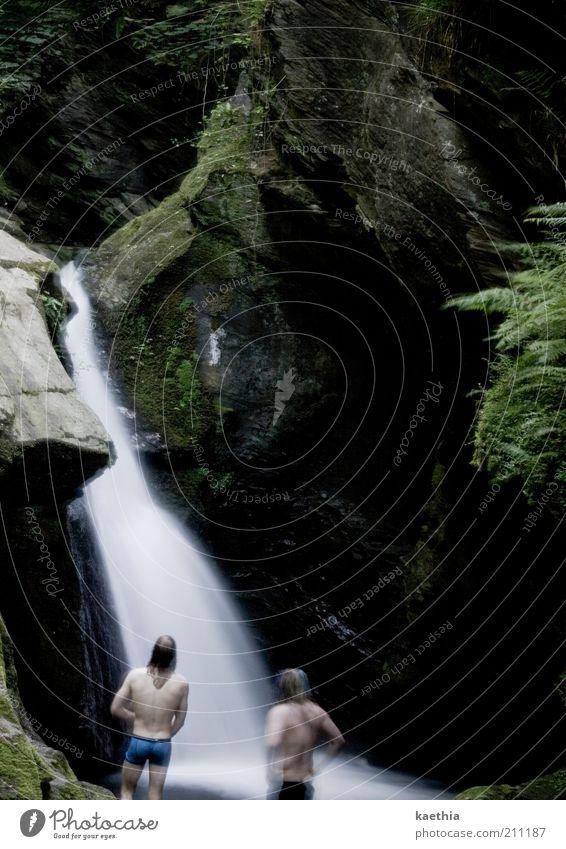 sollen wir springen? Mensch Mann Natur Sommer Erwachsene Erholung Spielen Berge u. Gebirge See Denken Rücken Schwimmen & Baden maskulin Insel tauchen Bucht