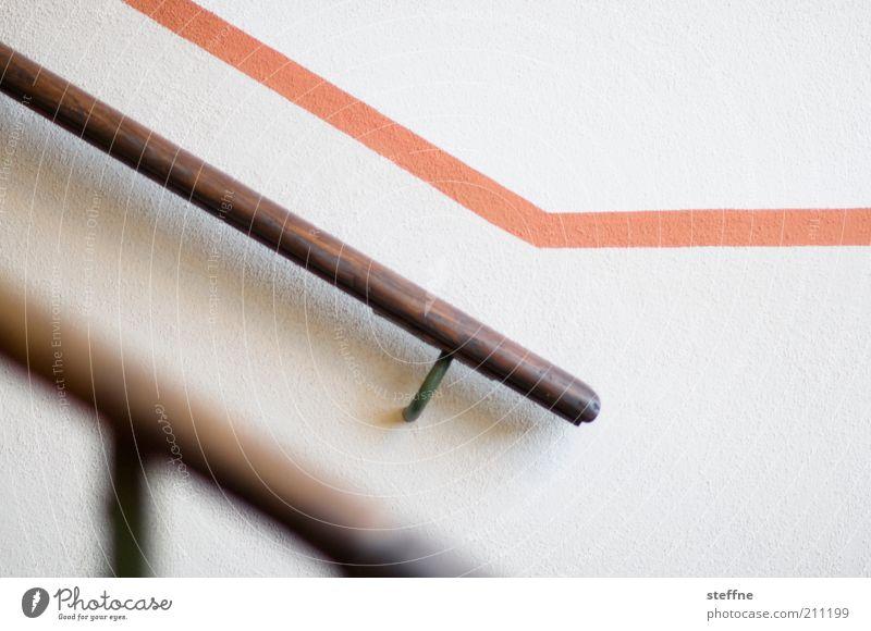 Hollywood Haus weiß Treppe Treppengeländer Streifen graphisch Linie Treppenhaus Tapete Farbfoto Gedeckte Farben Innenaufnahme Starke Tiefenschärfe Menschenleer