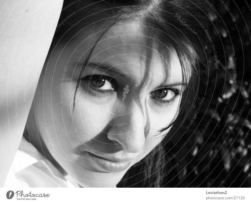 J.S.H. - 'Mh?' Frau Gesicht Denken Gesichtsausdruck Schüchternheit skeptisch Misstrauen