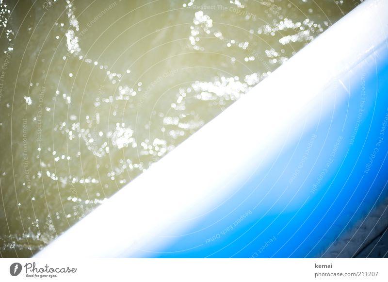 Reling Umwelt Wasser Sonnenlicht Sommer Schönes Wetter Wärme Fluss Schifffahrt Bootsfahrt Passagierschiff Fähre An Bord Wellen Wellengang blau glänzend