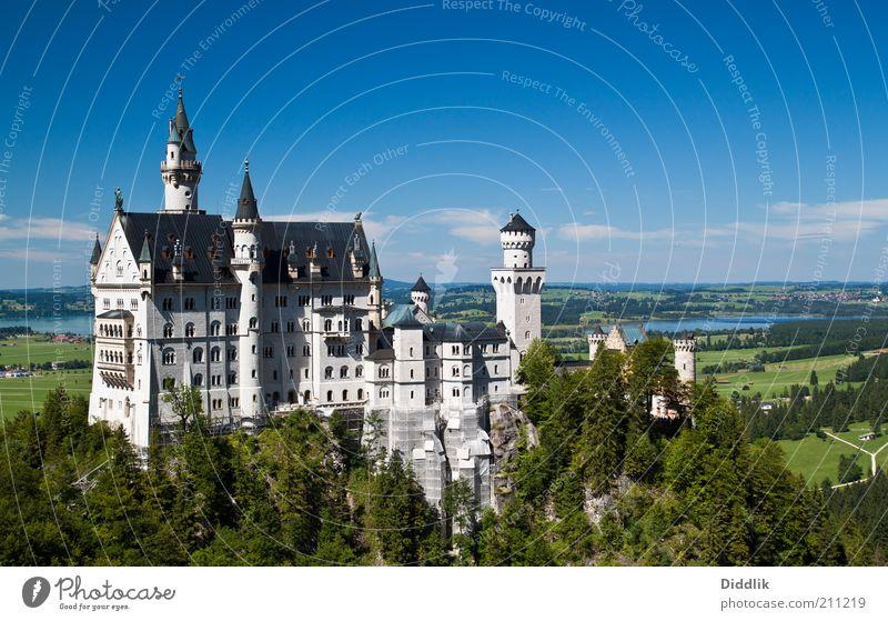 alt weiß grün blau schön Fenster Gebäude Tür elegant Fassade groß ästhetisch authentisch fantastisch Burg oder Schloss