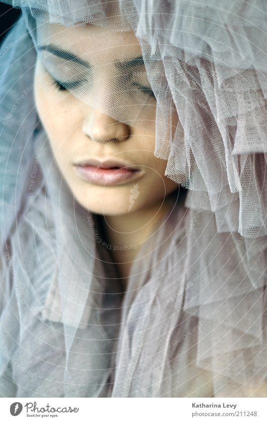 Tochter der Nacht II Frau Mensch Jugendliche schön Gesicht dunkel feminin träumen Erwachsene elegant Beautyfotografie ästhetisch weich einzigartig Kosmetik harmonisch