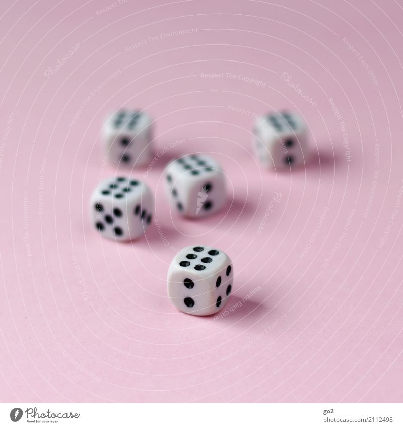 6 x 6 Freizeit & Hobby Spielen Glücksspiel Kinderspiel Kniffel Ferien & Urlaub & Reisen Ziffern & Zahlen Würfel würfeln 2 5 4 rosa schwarz weiß Gefühle Laster
