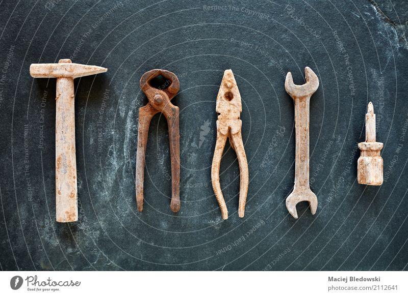 Werkzeuge kaufen Freizeit & Hobby Basteln Handarbeit Dekoration & Verzierung Baustelle Hammer Rost alt bauen dunkel braun Business Schraubenschlüssel Zange