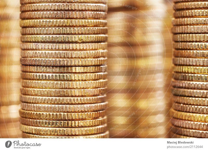 Goldene Türme Geld sparen Erfolg Wirtschaft Kapitalwirtschaft Geldinstitut Business gold Kreativität Preisschild Geldmünzen Bargeld Stapel Hintergrund