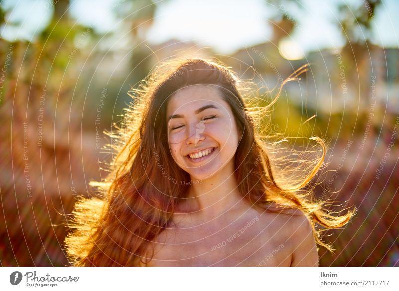 Sommerlachen Lifestyle Stil schön Haut Gesicht Leben Wohlgefühl Zufriedenheit Sinnesorgane Kur Ferien & Urlaub & Reisen Freiheit Sommerurlaub Sonne Junge Frau