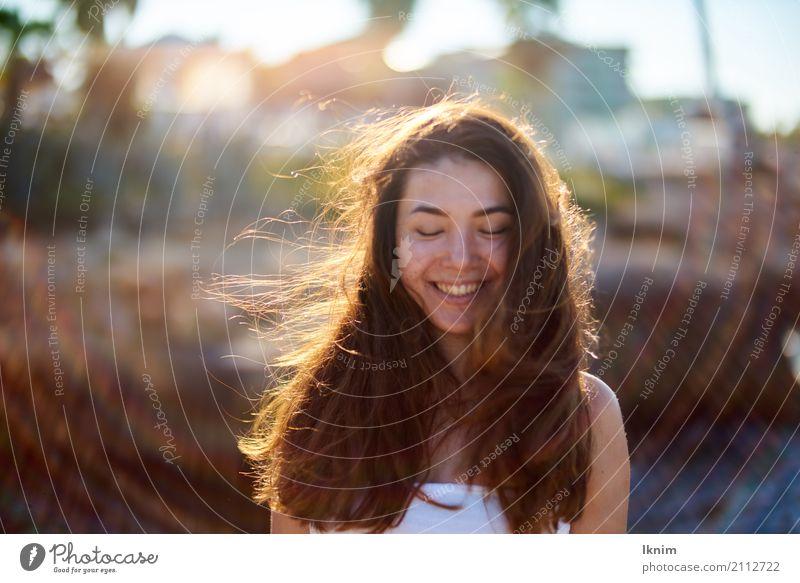 Sommerlachen Lifestyle schön Haare & Frisuren Wellness Leben harmonisch Wohlgefühl Zufriedenheit Sinnesorgane Erholung Kur Spa feminin Junge Frau Jugendliche 1