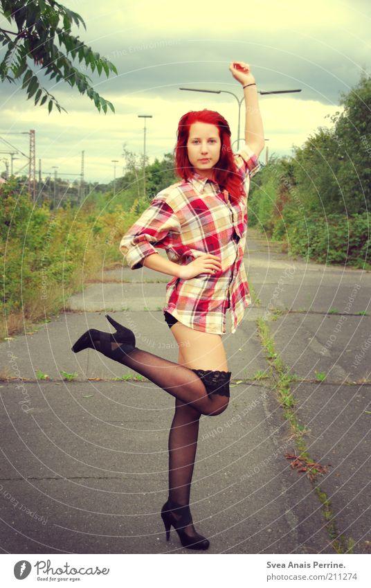 BUNTE blässe. elegant Stil feminin Junge Frau Jugendliche Arme Gesäß Beine 1 Mensch 18-30 Jahre Erwachsene Mode Strapse Damenschuhe rothaarig dünn trashig