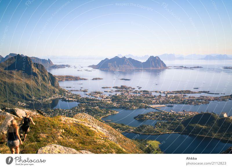 Der Fotoapparat war schneller Mensch Ferien & Urlaub & Reisen Jugendliche Junge Frau Landschaft Meer Freude Ferne Berge u. Gebirge Leben natürlich oben