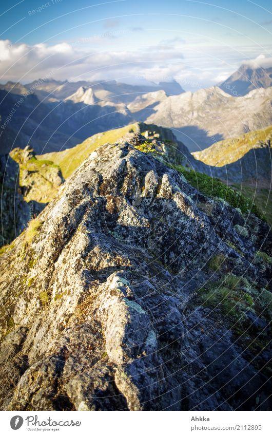 Gipfel unter Gipfeln Ferien & Urlaub & Reisen Abenteuer Ferne Freiheit Berge u. Gebirge wandern Landschaft Norwegen Lofoten leuchten außergewöhnlich fantastisch