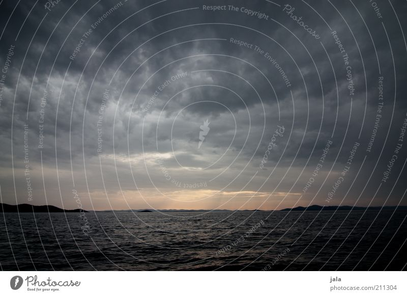 when the sun goes down Natur Luft Wasser Himmel Wolken Gewitterwolken Wellen Meer Kroatien ästhetisch dunkel Sonnenuntergang Farbfoto Außenaufnahme Menschenleer