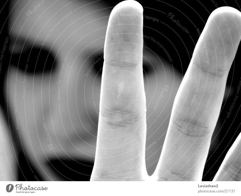No way ... Hand stoppen Aufenthalt gestikulieren dunkel Frau dark Kontrast