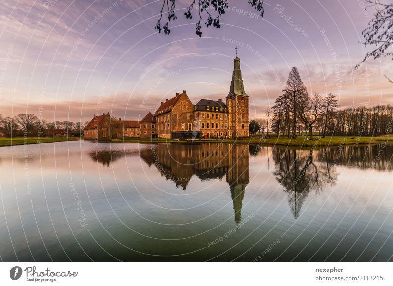 Schloss Raesfeld reflektiert in der Wassergräfte Himmel Ferien & Urlaub & Reisen blau grün Freude Architektur Glück außergewöhnlich Tourismus braun Ausflug
