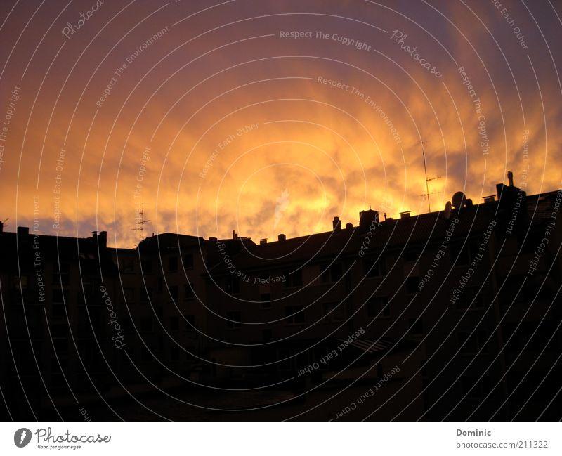 Über den Dächern von... Haus Himmel Wolken Sonnenaufgang Sonnenuntergang Mainz Deutschland Europa Stadt Menschenleer Dach Schornstein Antenne leuchten gelb