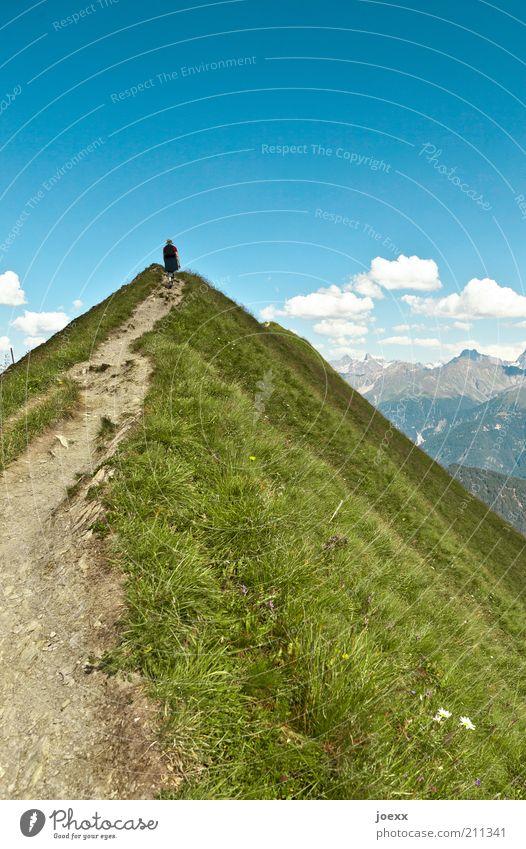 Schmaler Grat Mensch Himmel Natur blau grün Ferien & Urlaub & Reisen Sommer Wolken Ferne Landschaft Berge u. Gebirge Gras Wege & Pfade laufen hoch wandern