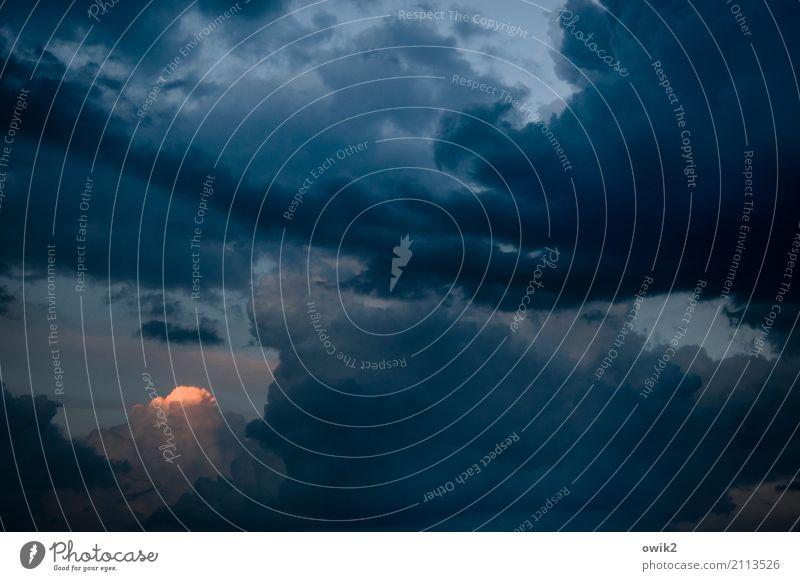 Alpenglühen in der Lausitz Himmel Wolken Gewitterwolken leuchten dick dunkel gigantisch groß Unendlichkeit gruselig Hoffnung Überraschung Ferne Abenddämmerung