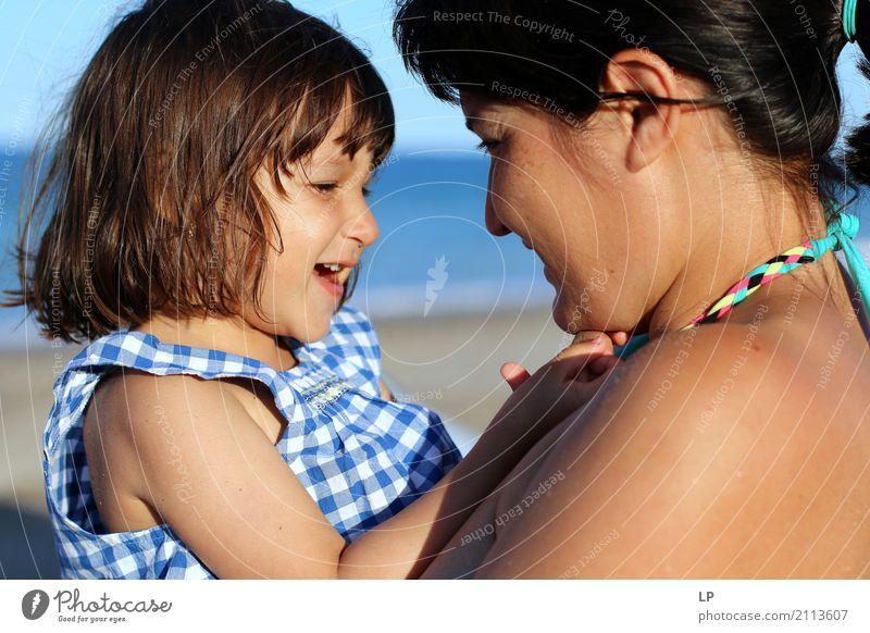 Mutter und Tochter lachen Mensch Kind Frau Ferien & Urlaub & Reisen Sommer Freude Mädchen Strand Erwachsene Leben Liebe Gefühle feminin Familie & Verwandtschaft