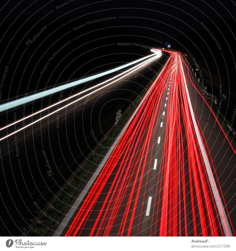 Reiseverkehr Ferien & Urlaub & Reisen Straße dunkel Linie Straßenverkehr Verkehr Geschwindigkeit fahren Ziel Nachthimmel Spuren Streifen Autobahn leuchten Stress Dynamik