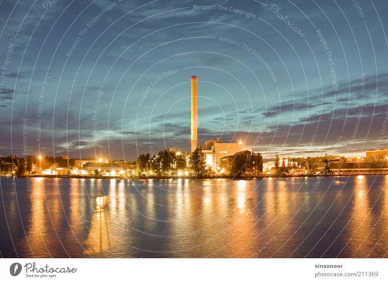 Lichterglanz Kohlekraftwerk Hafenstadt Industrieanlage Schornstein Energie Farbfoto mehrfarbig Außenaufnahme Menschenleer Abend Dämmerung Kunstlicht