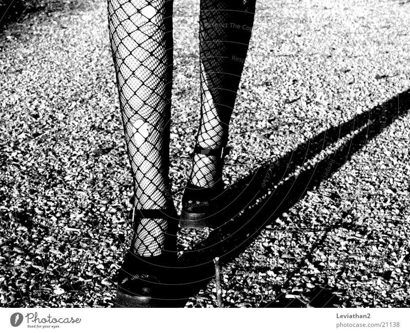 On her way ... Frau Strumpfhose Netzstrumpfhose Loch Beine Schatten laufen Wege & Pfade
