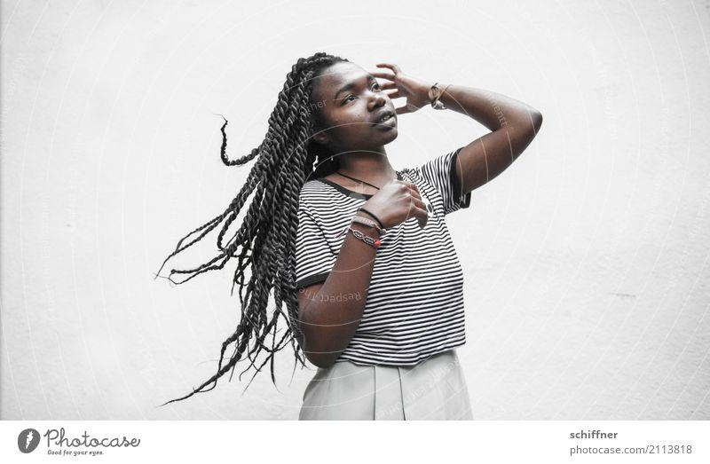 Flying hAirlines | Zwischenlandung Mensch Jugendliche Junge Frau schön ruhig 18-30 Jahre Erwachsene feminin Haare & Frisuren schütteln Haarsträhne Afro-Look